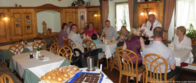Gruppenunterkunft in Deutschland Reisegruppe im Gasthof